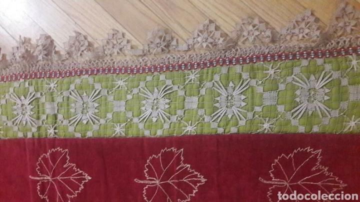 Antigüedades: Precioso tapiz, Final Siglo XIX, con filtiré sobre malla, camino de mesa antiguo bordado - Foto 5 - 197058457