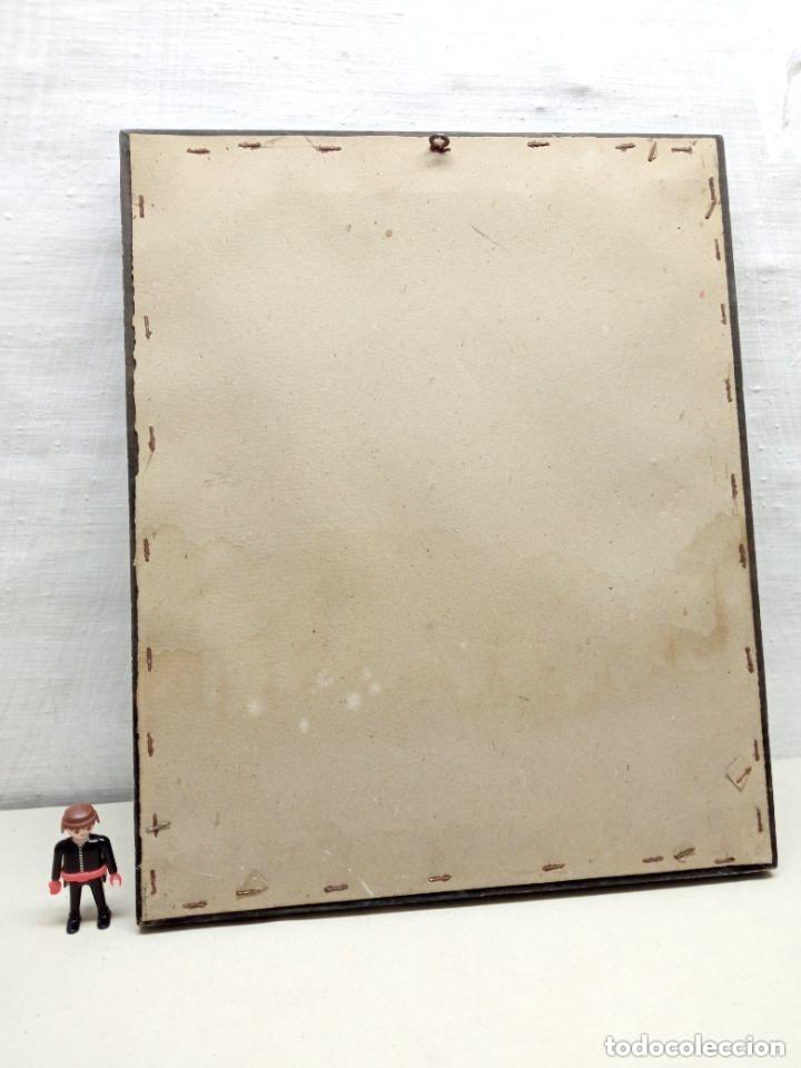 Antigüedades: Antiguo detente - Corazon de Jesus Bendice casa en metal repujado relieve - marco original años 30 - Foto 4 - 229833350