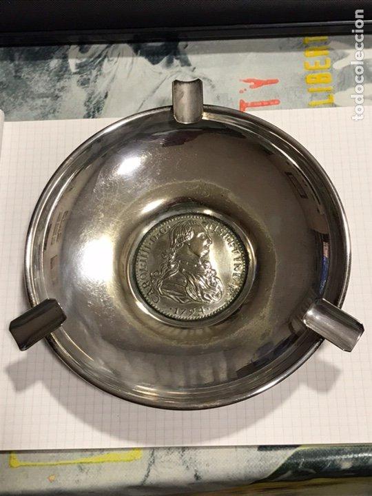 CENICERO DE ALPACA PLATEADA , CON GRABADO DE EFIGIE DEL REY CARLOS IV , GRABADO ALPPLAT, AÑOS 70 (Antigüedades - Platería - Bañado en Plata Antiguo)