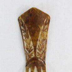 Antigüedades: REF P - PEINETA EN CELULOIDE REALIZADA A MANO. CA 1910 18X6.5CM. Lote 230668345
