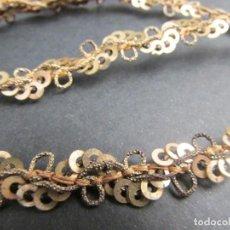 Antigüedades: ANTIGUA CINTA-GALÓN CON LENTEJUELAS Y HILO METÁLICO LARGO:480 CM.. Lote 230683220