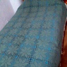 Antigüedades: COLCHA GANCHILLO , PARA CAMA DE 80 CM- COLOR VERDE. Lote 230714640