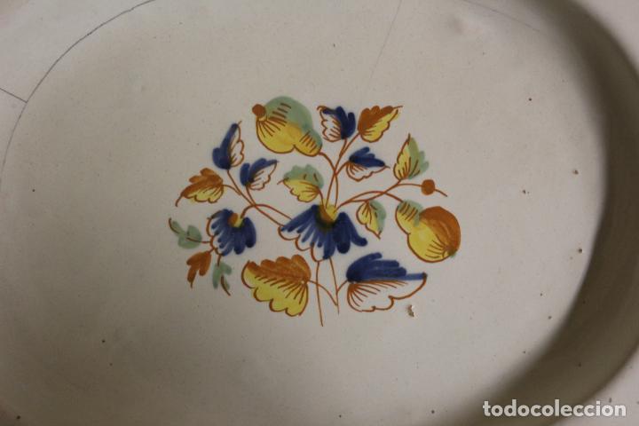 Antigüedades: Plato o fuente de cerámica de Alcora.S XVIII. - Foto 9 - 230746240