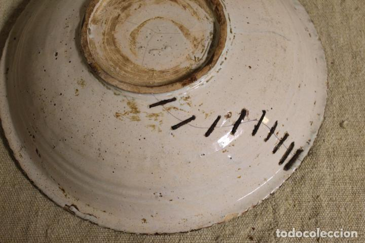 Antigüedades: Plato de cerámica de Talavera o Puente del Arzobispo. Serie del pino. - Foto 4 - 230746765
