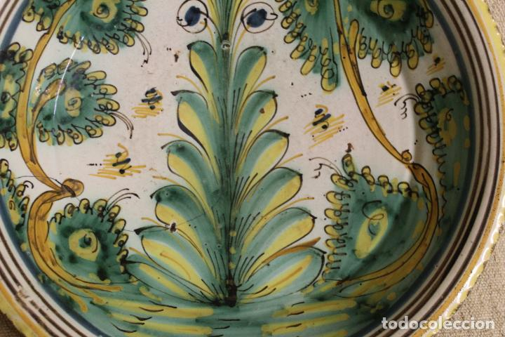 Antigüedades: Plato de cerámica de Talavera o Puente del Arzobispo. Serie del pino. - Foto 7 - 230746765