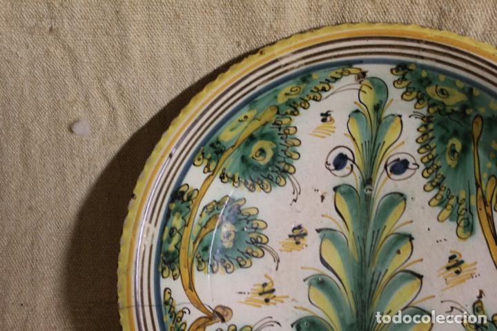 Antigüedades: Plato de cerámica de Talavera o Puente del Arzobispo. Serie del pino. - Foto 11 - 230746765