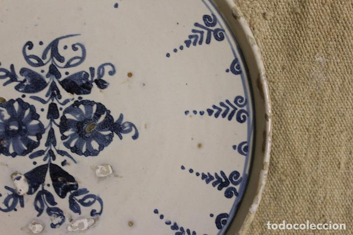 Antigüedades: Salvilla de cerámica en azul y blanco.Cataluña.Serie puntilla Berain.Ffs S XVIII. - Foto 9 - 230748570