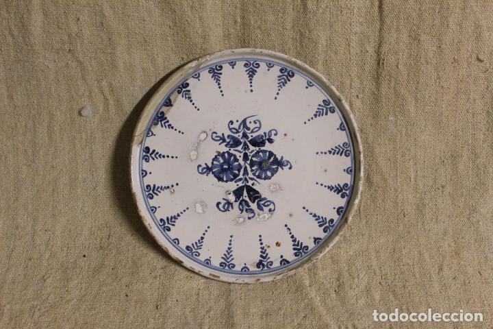 SALVILLA DE CERÁMICA EN AZUL Y BLANCO.CATALUÑA.SERIE PUNTILLA BERAIN.FFS S XVIII. (Antigüedades - Porcelanas y Cerámicas - Catalana)