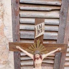 Antigüedades: CRUZ CON TALLA RELIGIOSA. Lote 230749470