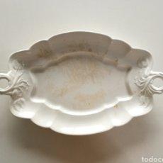 Antigüedades: ANTIGUA BANDEJA CARTUJA PICKMAN BLANCA ASAS RAMAS FLORES S. XIX // SHABBY CHIC VICTORIANO LOZA. Lote 230786745