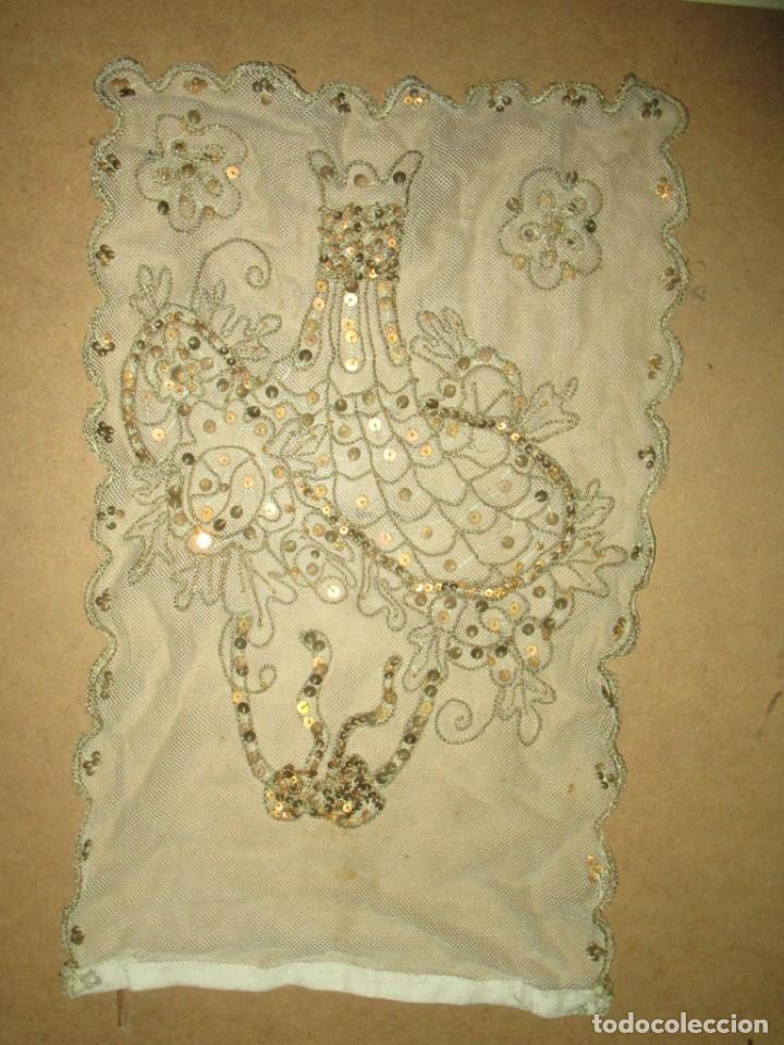 Antigüedades: MUY antiguo palio O PRENDA DE MUJER O VIRGEN bordado con hilos de SEDA Y oro - Foto 12 - 216856861