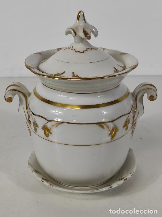 PRECIOSA PEQUEÑA SOPERA ISABELINA - PORCELANA DORADA - CON PLATO - S. XIX (Antigüedades - Porcelanas y Cerámicas - Otras)