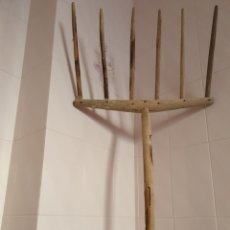 Antigüedades: ANTIGUO BIERGO REALIZADO EN MADERA. Lote 231012765