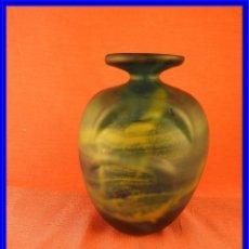 Antigüedades: JARRON DE CRISTAL DE DISEÑO CON TONALIDADES MARINAS. Lote 231016600