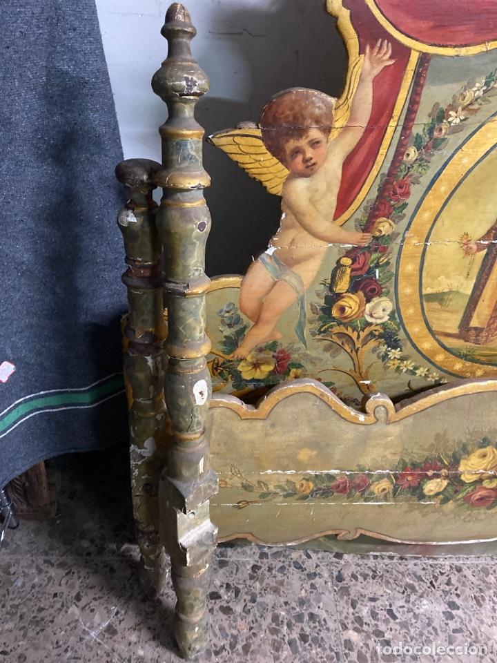 Antigüedades: *CAMA DE OLOT DE MADERA POLICROMADA. S.XVIII. CON CABEZAL, TRAVESAÑOS, Y TORNILLOS. - Foto 3 - 231154765