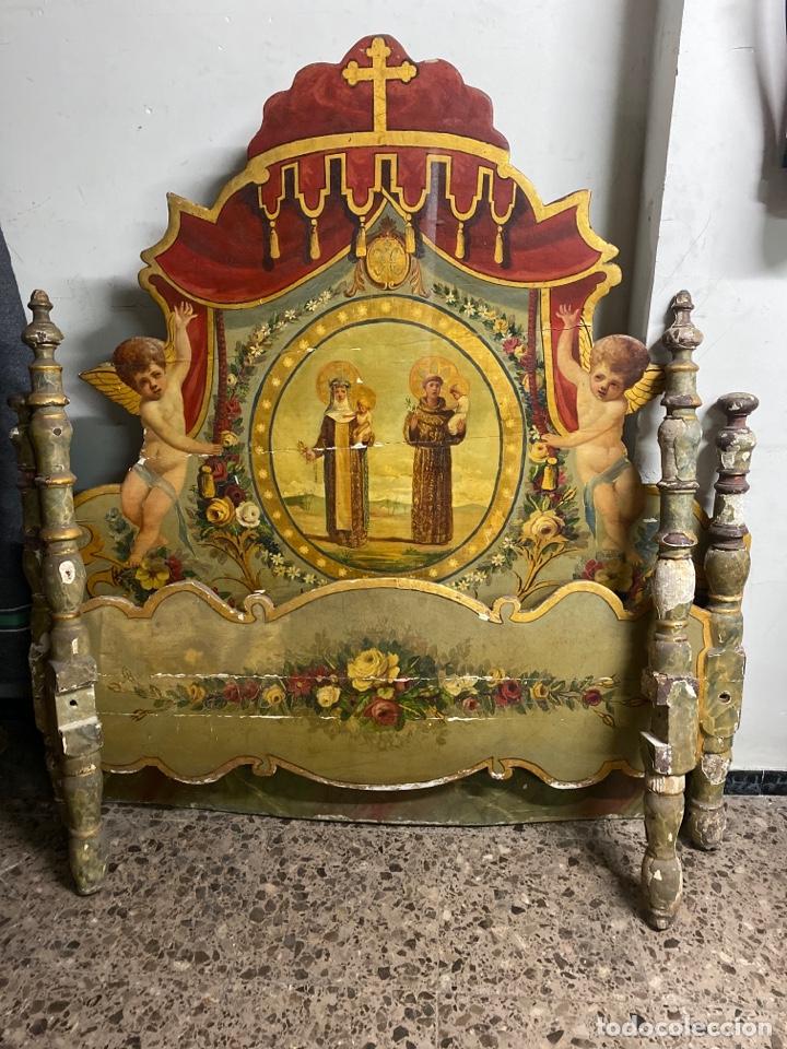 *CAMA DE OLOT DE MADERA POLICROMADA. S.XVIII. CON CABEZAL, TRAVESAÑOS, Y TORNILLOS. (Antigüedades - Muebles Antiguos - Camas Antiguas)