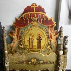 Antigüedades: *CAMA DE OLOT DE MADERA POLICROMADA. S.XVIII. CON CABEZAL, TRAVESAÑOS, Y TORNILLOS.. Lote 231154765