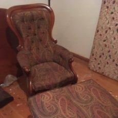 Antigüedades: BUTACA CON OTOMANA. Lote 231238450