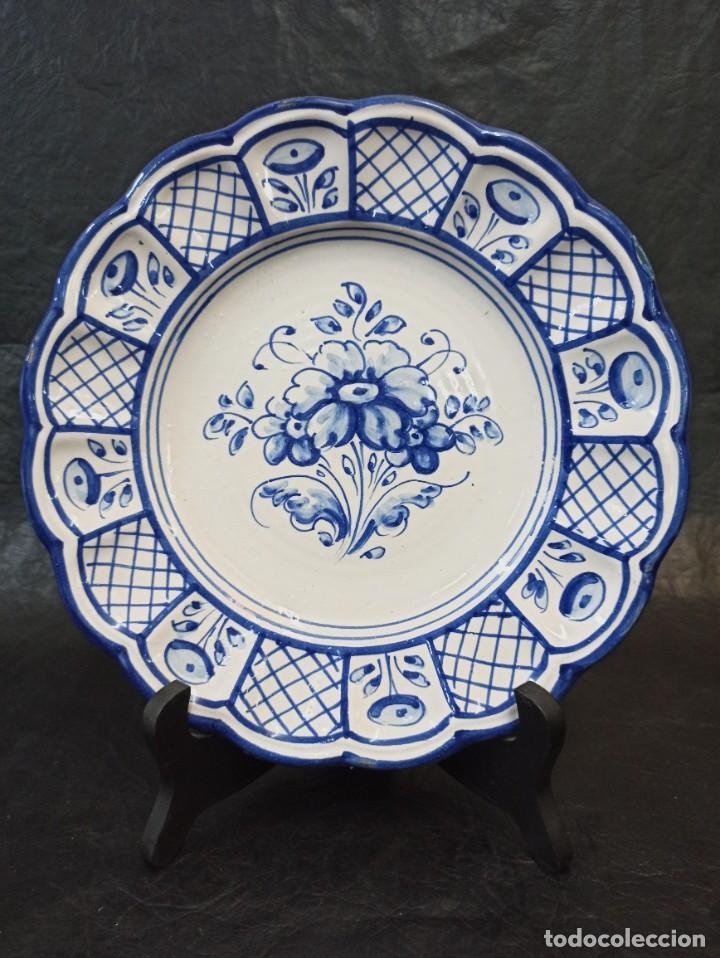 PRECIOSO PLATO CERÁMICA TALAVERA. BERMEJO. C19. (Antigüedades - Porcelanas y Cerámicas - Talavera)
