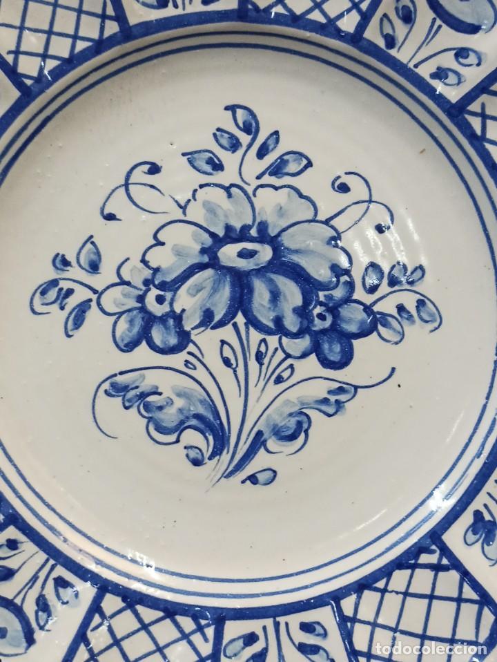 Antigüedades: Precioso plato cerámica Talavera. Bermejo. C19. - Foto 2 - 231291665