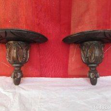 Antiquités: DOS MÉNSULAS O PEANAS ANTIGUAS. TALLADAS EN MADERA DE CASTAÑO. MISMO JUEGO. Lote 231333095
