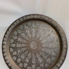 Antigüedades: BONITA BANDEJA DE LATÓN REPUJADO. Lote 231346155
