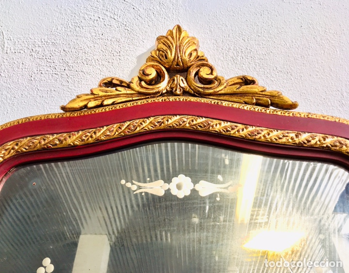 Antigüedades: ESPEJO CLASICO GRANATE Y DORADO ESTILO CORNUCOPIA CON MARCO DE MADERA ORNAMENTADO Y GANCHO DE PARED - Foto 6 - 231363960