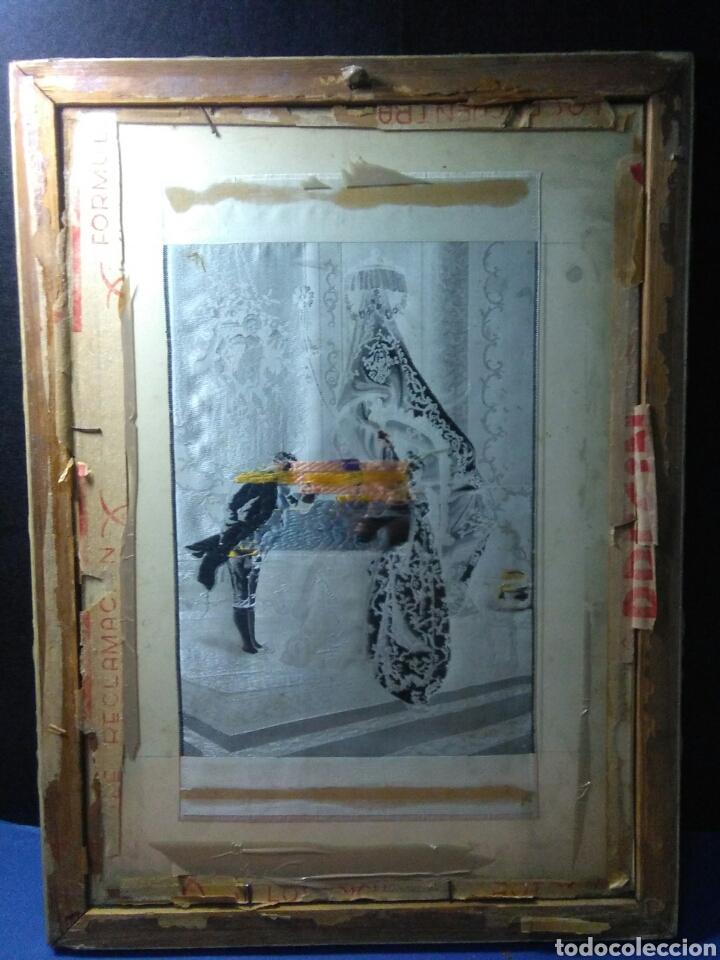 Antigüedades: Antiguo cuadro tapiz seda ,escena palaciega ,siglo XIX - Foto 2 - 231365305