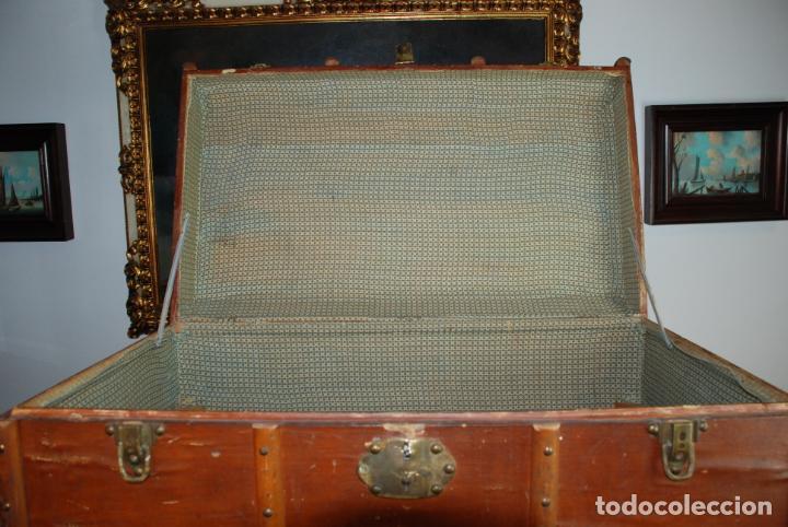 Antigüedades: Enorme baúl de madera. Tapa plana. 93 cm de largo, 54 cm de fondo y 68 cm. de alto. Siglo XIX. - Foto 6 - 231407840