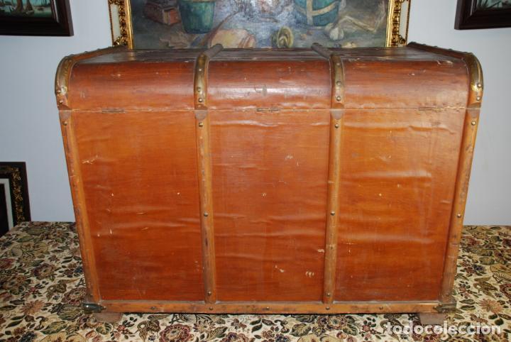 Antigüedades: Enorme baúl de madera. Tapa plana. 93 cm de largo, 54 cm de fondo y 68 cm. de alto. Siglo XIX. - Foto 12 - 231407840