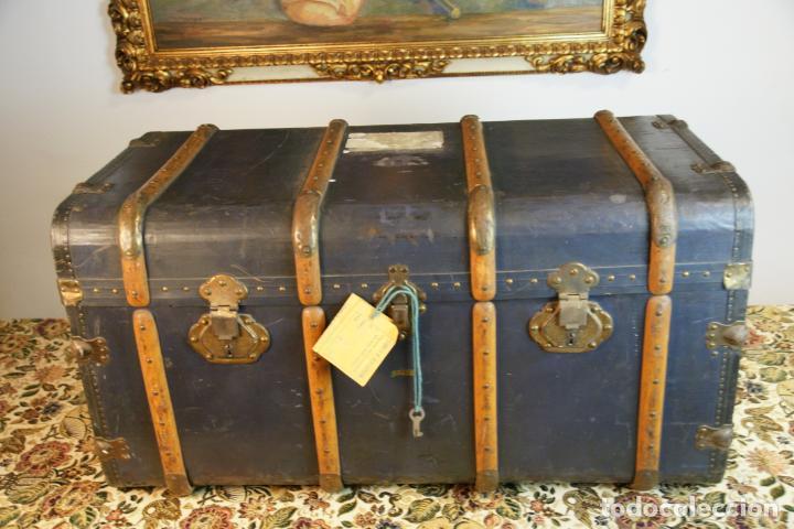 Antigüedades: Precioso baúl de viaje. Tapa plana. 90 cm de largo, 46 cm de fondo y 47 cm. de alto. Siglo XIX. - Foto 2 - 231408355