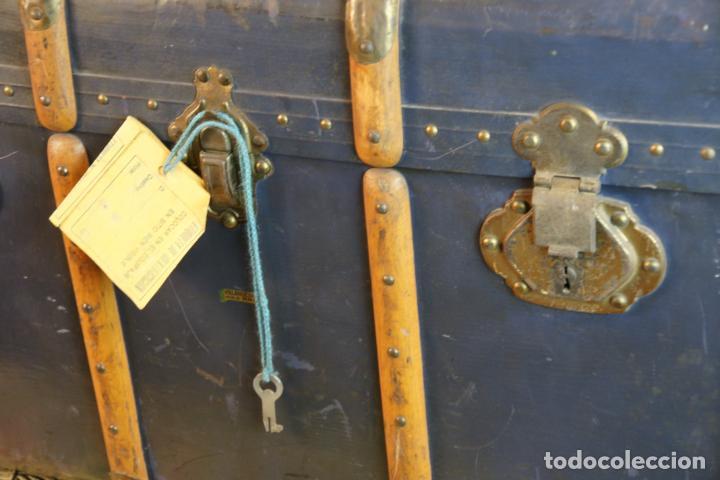 Antigüedades: Precioso baúl de viaje. Tapa plana. 90 cm de largo, 46 cm de fondo y 47 cm. de alto. Siglo XIX. - Foto 3 - 231408355