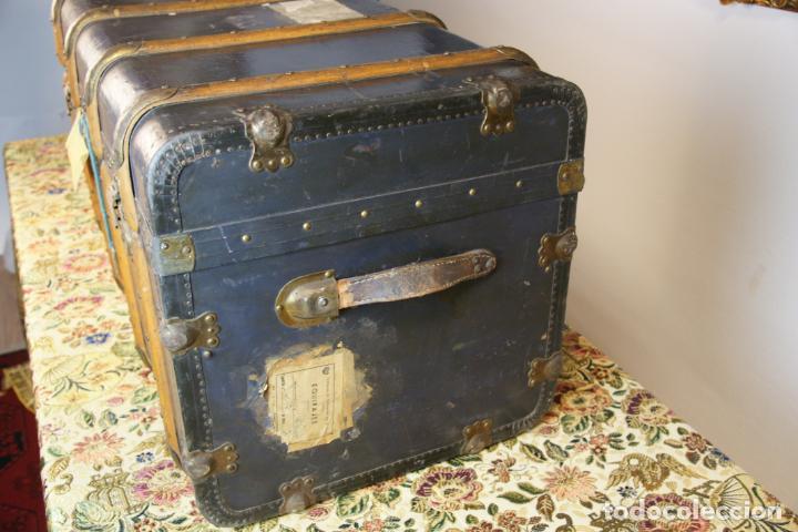 Antigüedades: Precioso baúl de viaje. Tapa plana. 90 cm de largo, 46 cm de fondo y 47 cm. de alto. Siglo XIX. - Foto 4 - 231408355