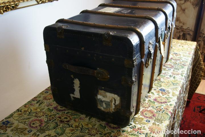 Antigüedades: Precioso baúl de viaje. Tapa plana. 90 cm de largo, 46 cm de fondo y 47 cm. de alto. Siglo XIX. - Foto 5 - 231408355
