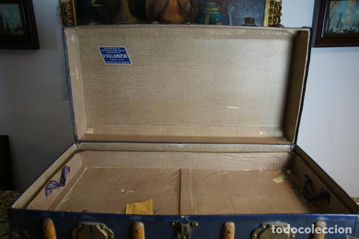 Antigüedades: Precioso baúl de viaje. Tapa plana. 90 cm de largo, 46 cm de fondo y 47 cm. de alto. Siglo XIX. - Foto 6 - 231408355