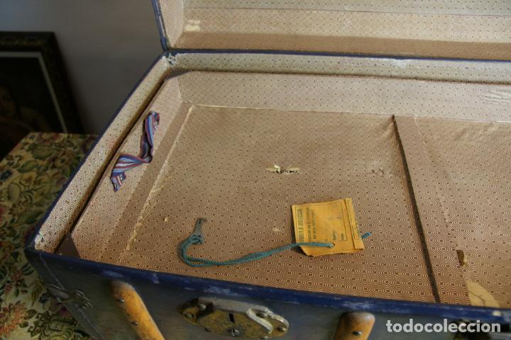 Antigüedades: Precioso baúl de viaje. Tapa plana. 90 cm de largo, 46 cm de fondo y 47 cm. de alto. Siglo XIX. - Foto 8 - 231408355