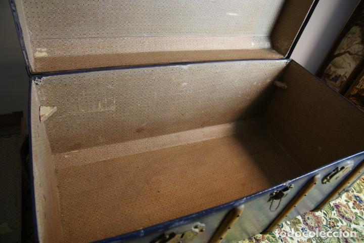 Antigüedades: Precioso baúl de viaje. Tapa plana. 90 cm de largo, 46 cm de fondo y 47 cm. de alto. Siglo XIX. - Foto 9 - 231408355