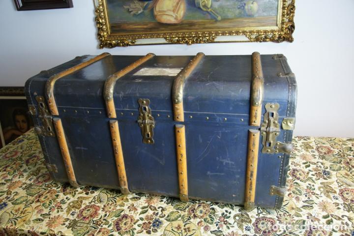 Antigüedades: Precioso baúl de viaje. Tapa plana. 90 cm de largo, 46 cm de fondo y 47 cm. de alto. Siglo XIX. - Foto 11 - 231408355