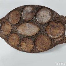 Antigüedades: ANTIGUA BANDEJA PARA VIEIRAS OSTRAS EN MADERA TALLADA A MANO. Lote 231419320