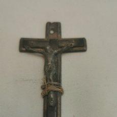 Antigüedades: ANTIGUA CRUZ CON CRISTO DE METAL. Lote 231451030