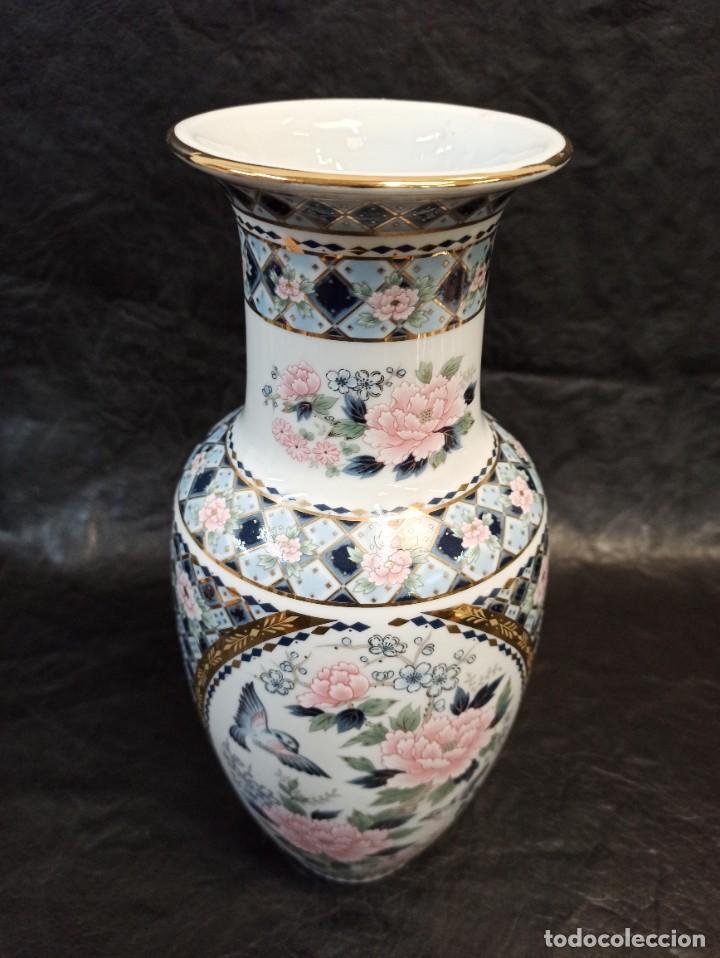 Antigüedades: Elegante jarrón con decoración floral y pájaros. V1 - Foto 4 - 231456735