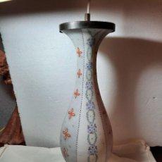 Antigüedades: ANTIGUO PIE DE LAMPARA EN PORCELANA Y BRONCE. Lote 231460210