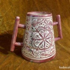 Antigüedades: JARRA DE MANISES DOS ASAS , REFLEJOS DORADOS.. Lote 231486895