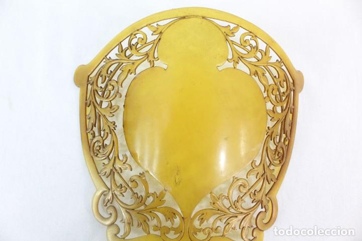 Antigüedades: Peineta en galalita realizada a mano. ca 1900. A reparar. 25x19cm teja 19x17cm - Foto 3 - 231497565