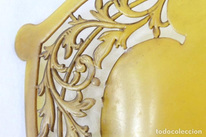 Antigüedades: Peineta en galalita realizada a mano. ca 1900. A reparar. 25x19cm teja 19x17cm - Foto 4 - 231497565