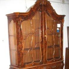 Antigüedades: VITRINA DE RAIZ DE NOGAL , HOLANDESA,. Lote 231502830