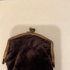 Antigüedades: MONEDEO PEQUEÑO TERCIOPELO. Lote 231503945