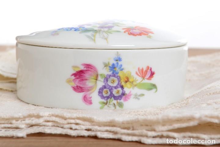 Antigüedades: Preciosa caja de porcelana de Limoges de flores - Foto 3 - 231530360