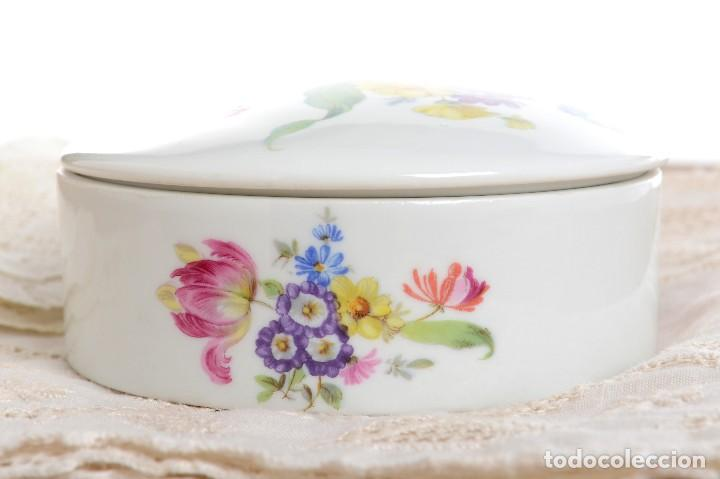 Antigüedades: Preciosa caja de porcelana de Limoges de flores - Foto 5 - 231530360