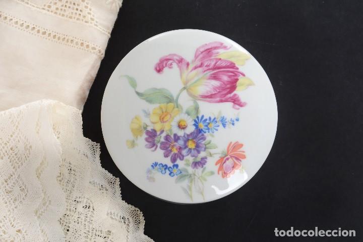 Antigüedades: Preciosa caja de porcelana de Limoges de flores - Foto 9 - 231530360